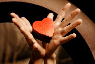 manos-y-corazon